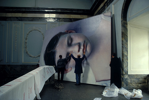Gottfried Helnwein fotografía de la pintura de instalación el rendimiento pintor fotógrafo