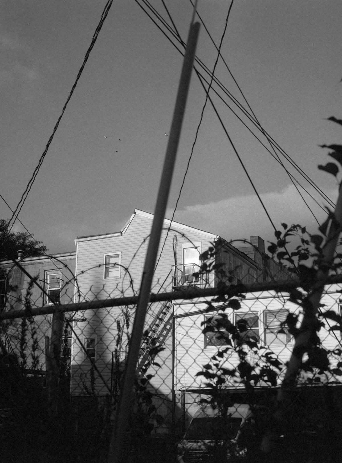 Restos de um Êxodo pelo Fotógrafo Al J Thompson Artes & contextos Ilford Delta 3200 199